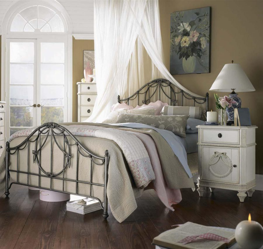 30 Best Vintage Bedroom Decor Ideas - InteriorSherpa