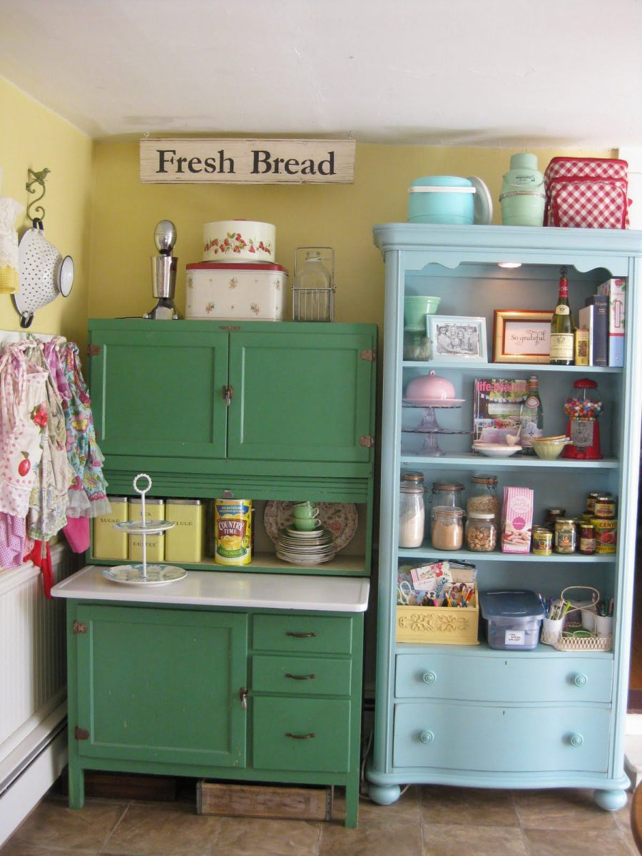 Colorful-Vintage-Kitchen-Storage-Ideas