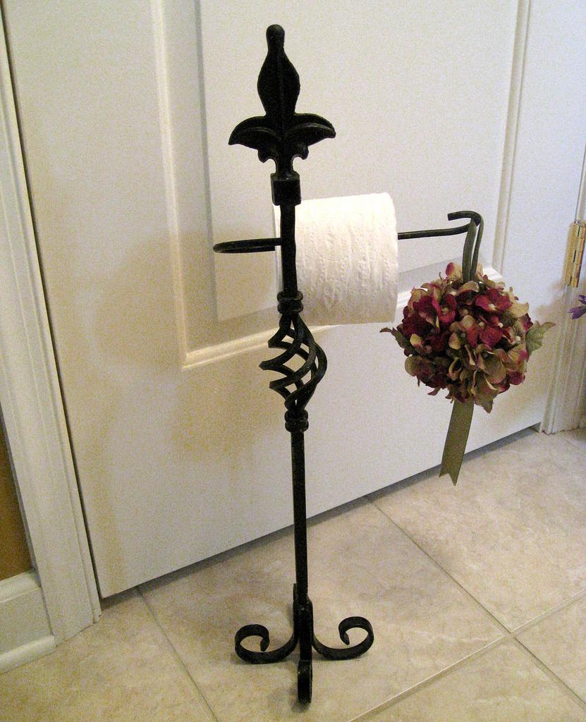 Inexpensive-Toilet-Paper-Stand