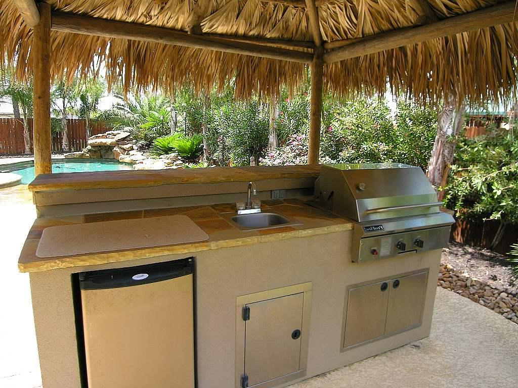 26 mindblowing outdoor kitchen cabinet ideas interiorsherpa for Outdoor kitchen sink
