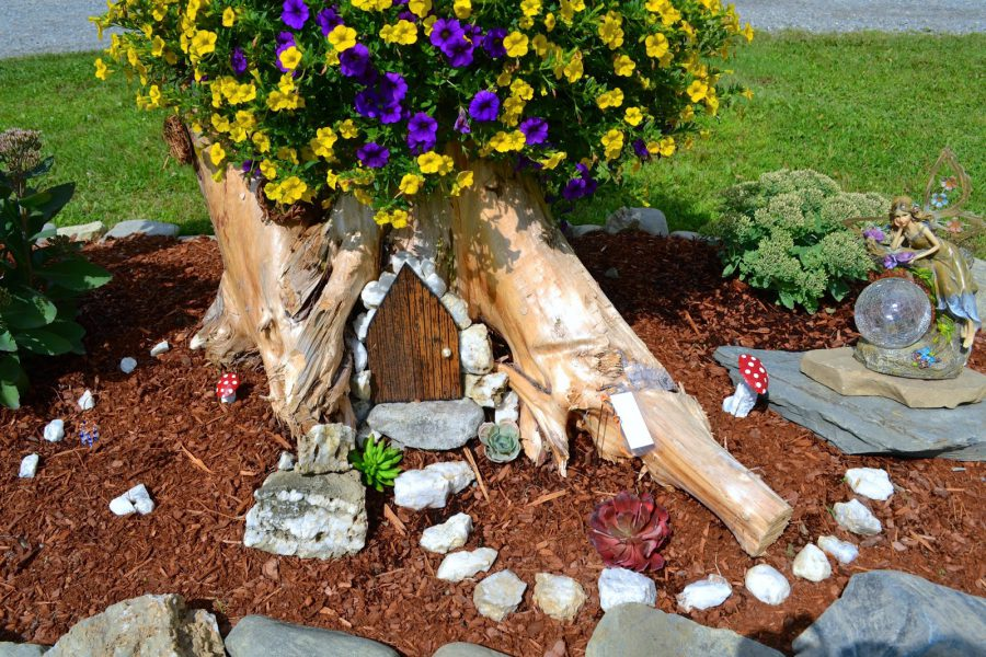 Tree-Stump-Fairy-Garden