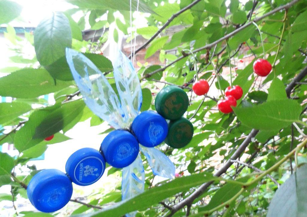 Lids of plastic bottles: rough material for crafts ...