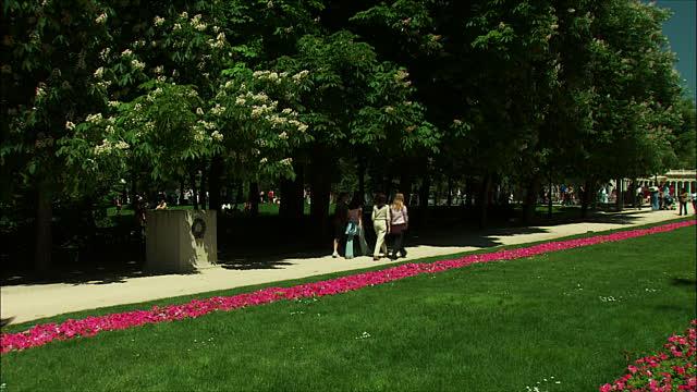 Flowerbed Footpath Garden Design