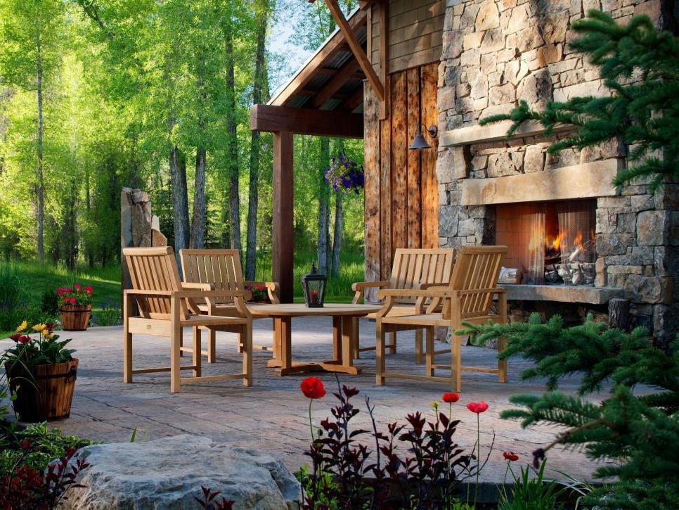 Frontyard Fireplace Design