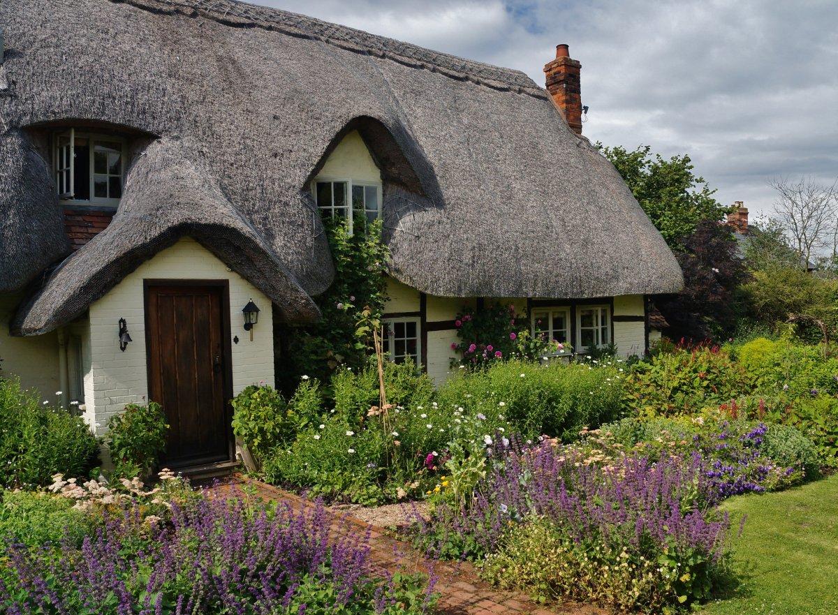 Lush Frame For The Entrance of Cottage Garden