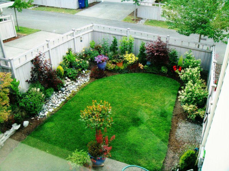 White Wall Garden Decor Ideas