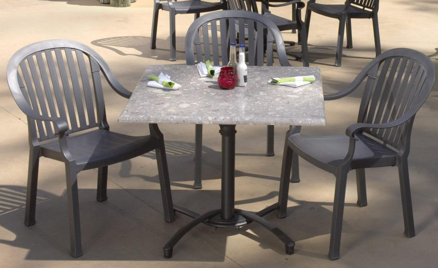Cheap Outdoor Restaurant and Seating