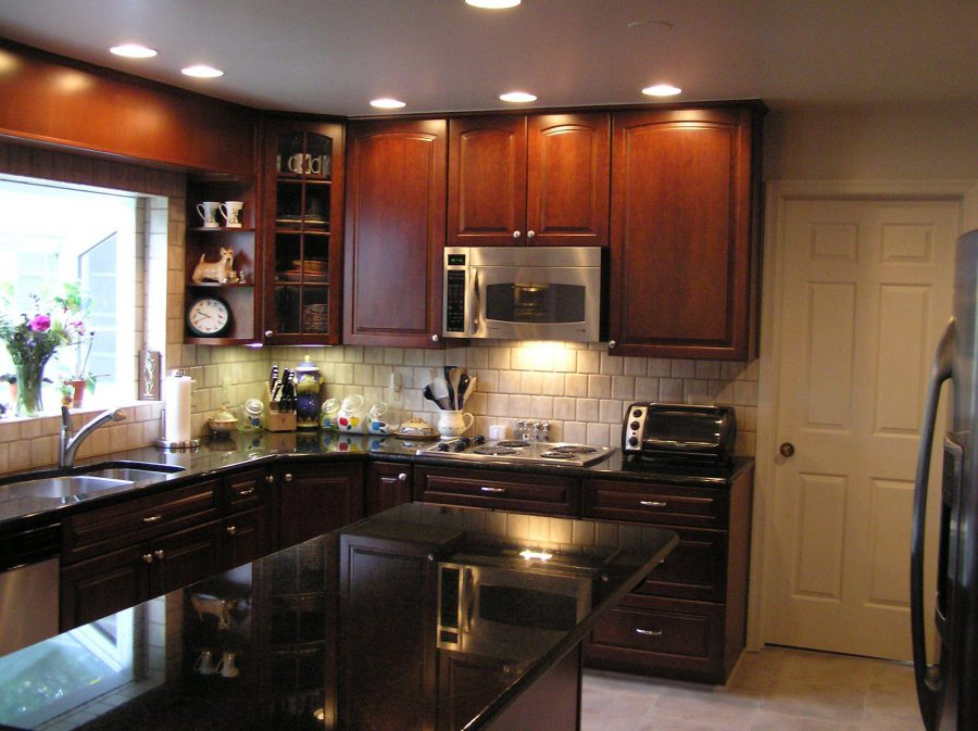 Kitchen-Renovation-Ideas-with-Wooden-Dark-Cabinet