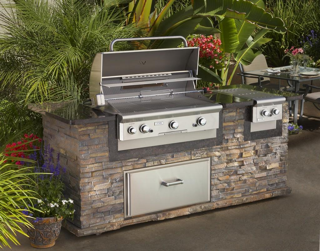 Outdoor Kitchen WIth Metal Studs Yard Ideas