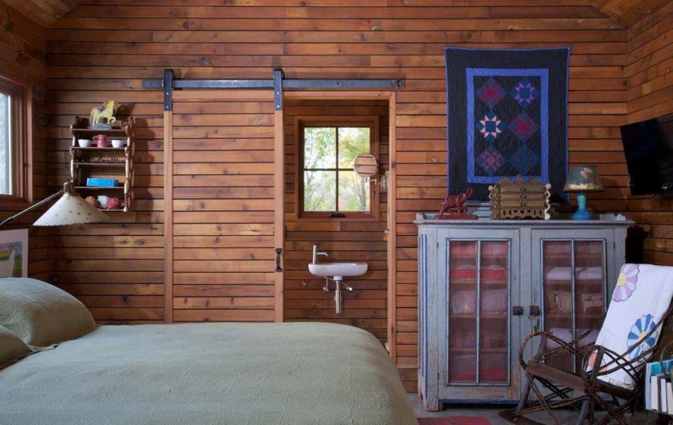 Cabin barn door for bathroom