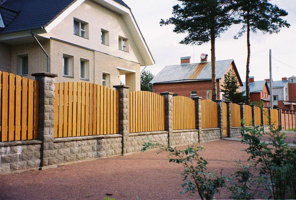 Brick fence with decorative lining