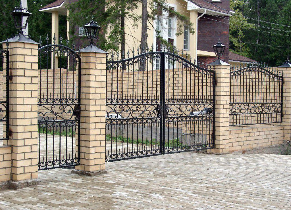 Brick fences with elements of forging look very impressive