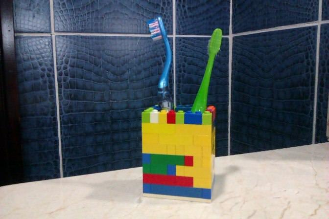 toothpaste and toothbrush storage ideas