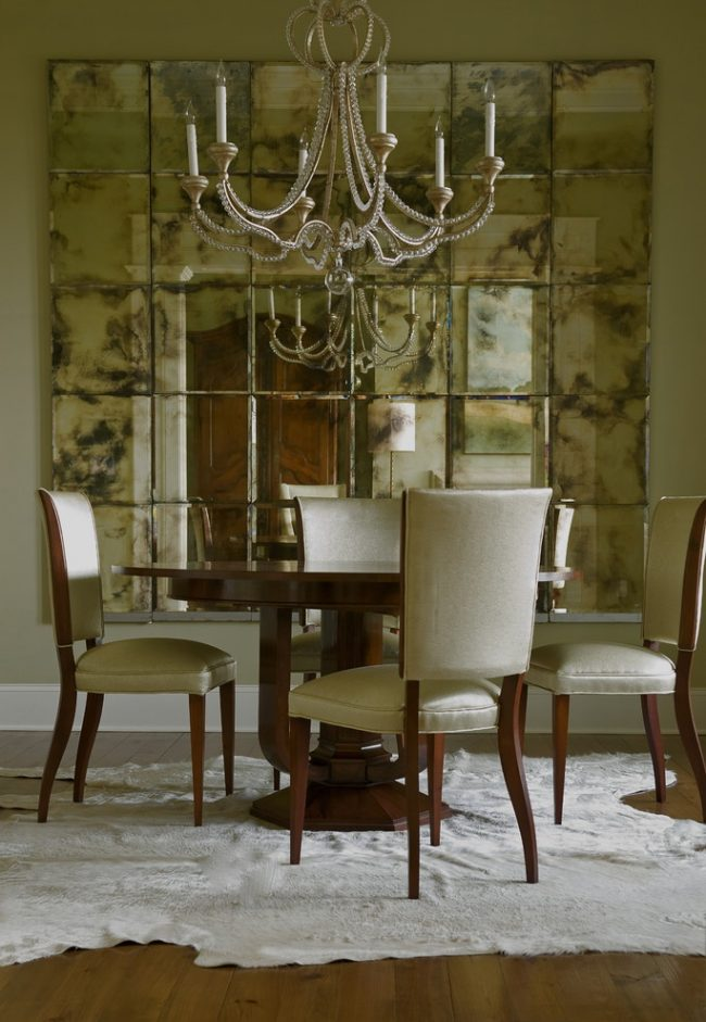 Mirror tile with a patina effect in the dining room design