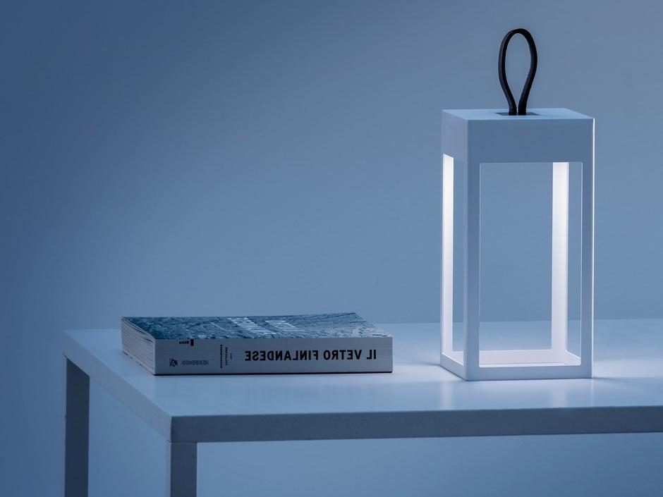 Portable table lamp