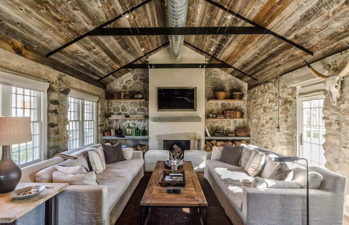Sofas, tables and bookshelves in country style