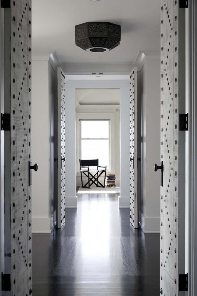 Unusual decor of interior doors