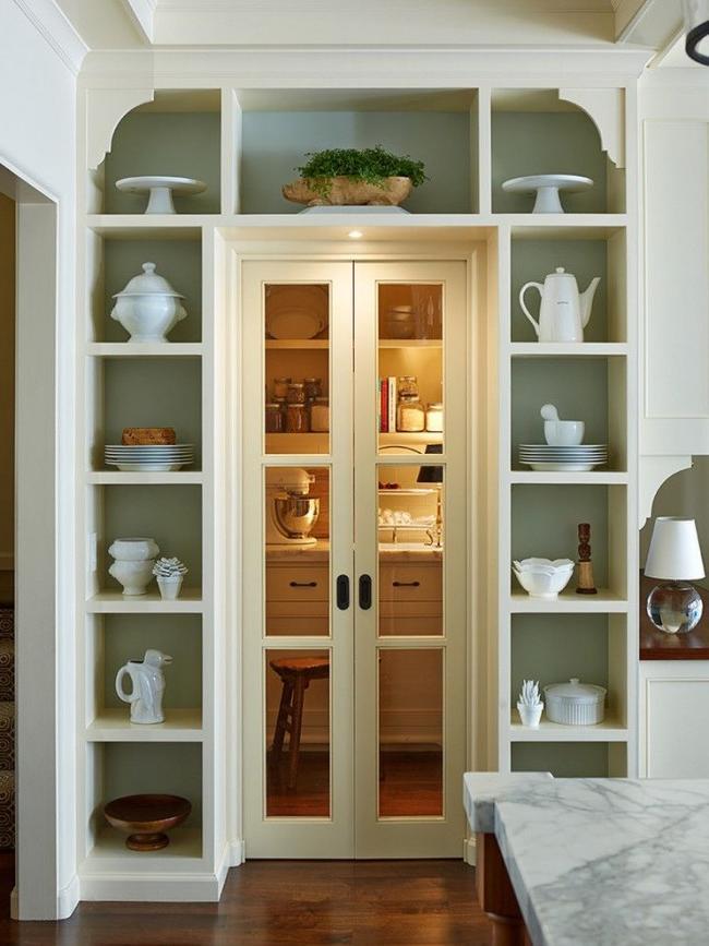 Rack around the door to the pantry