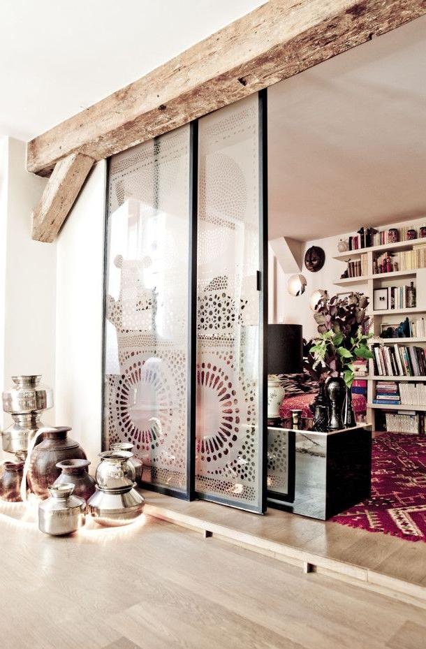 Sliding glass partition with a pattern