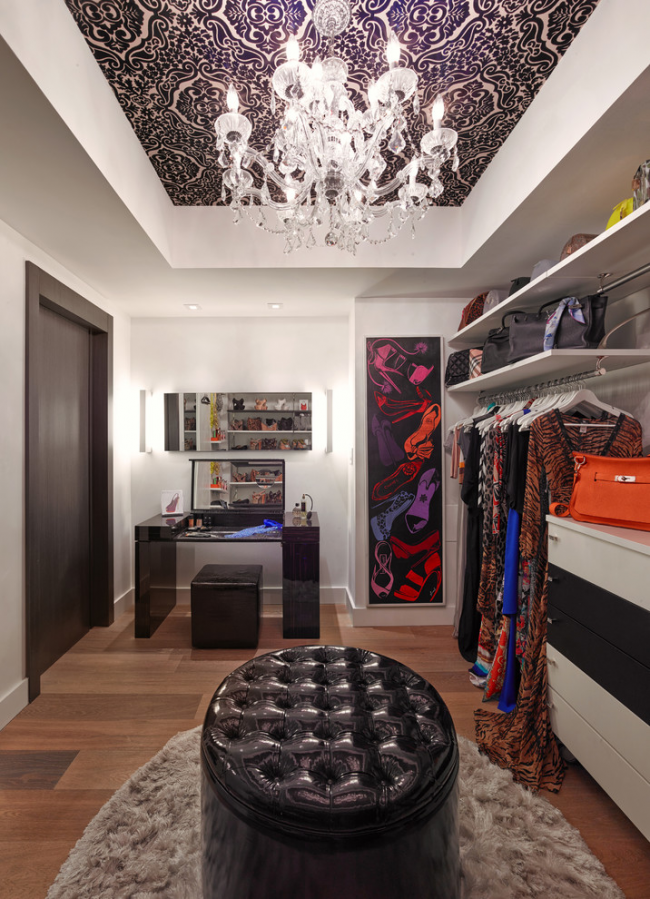 Cozy modern dressing room with a large leather