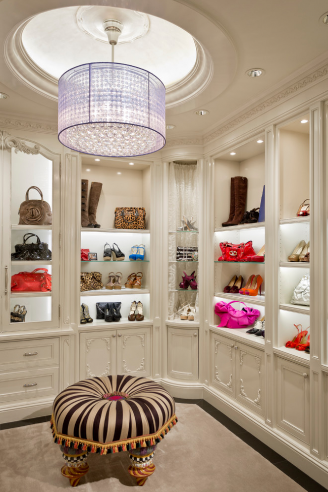 Luxurious chandelier in the design of the dressing room
