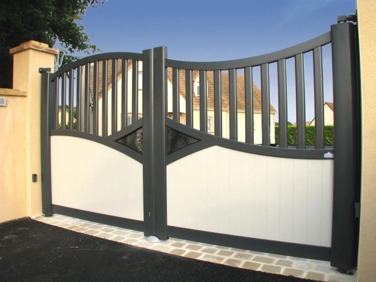 Aluminum gates - a practical option for arranging the entrance