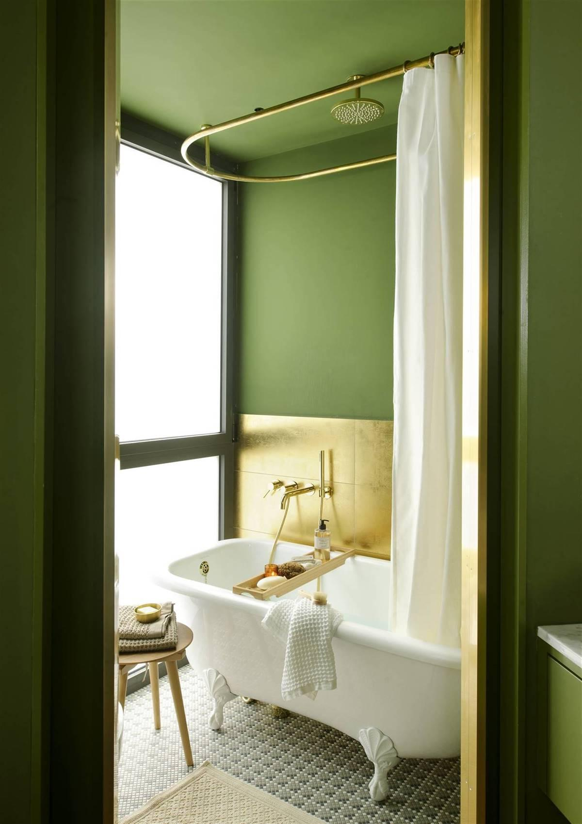 BATHTUB WITH SHOWER IN GREEN AND GOLD