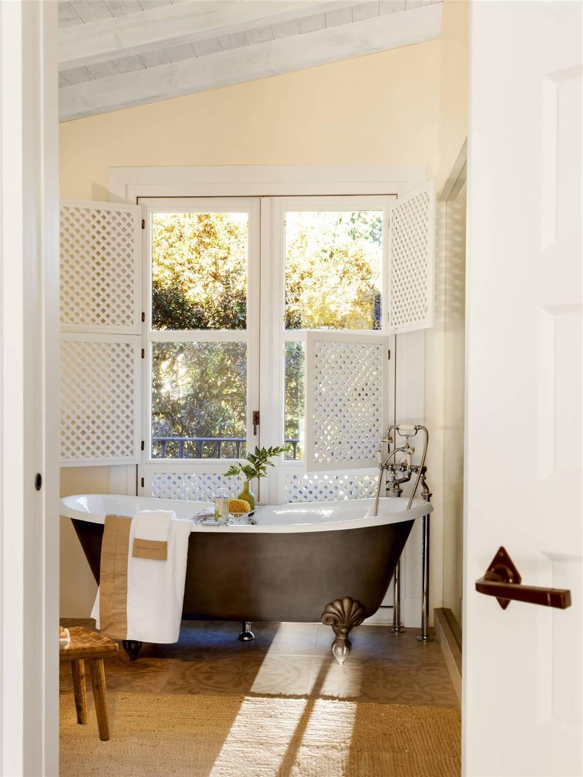 BATHTUBS WITH RETRO ESSENCE