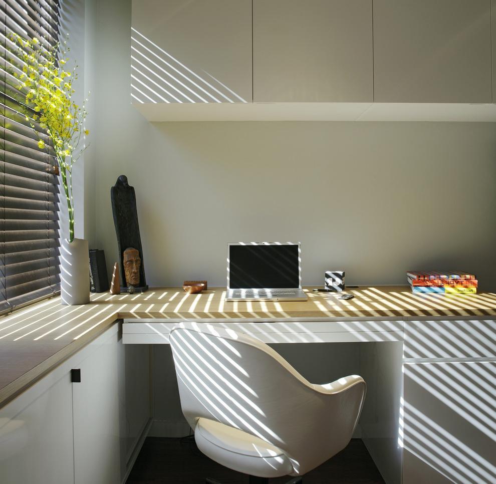 Minimalistic workplace design