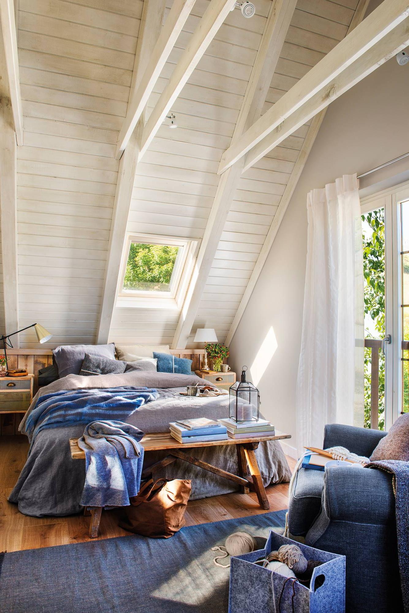 RUSTIC IN BLUE AND WHITE