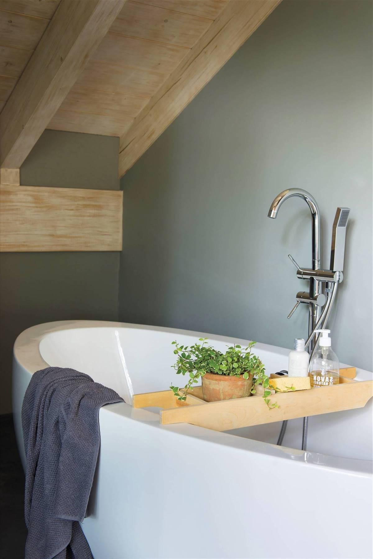 Tray style bathtub