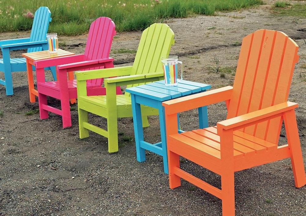 Bright and practical garden furniture from decking