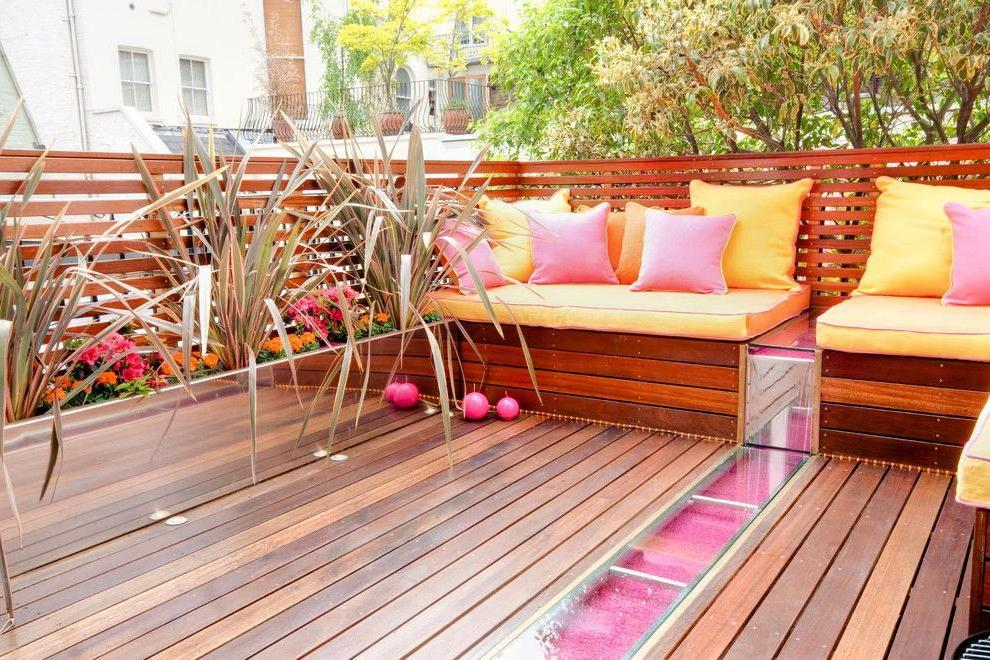 Decking is not subject to temperature changes and adverse atmospheric phenomena
