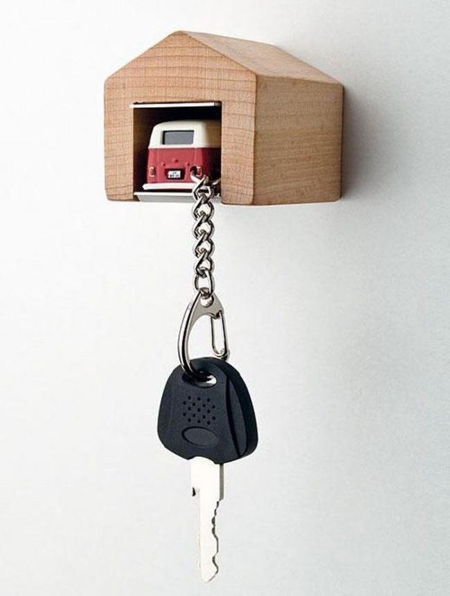 Key holder-garage for keychain