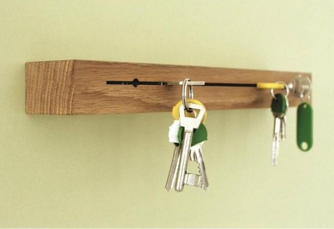 Simple and convenient key keeper from timber