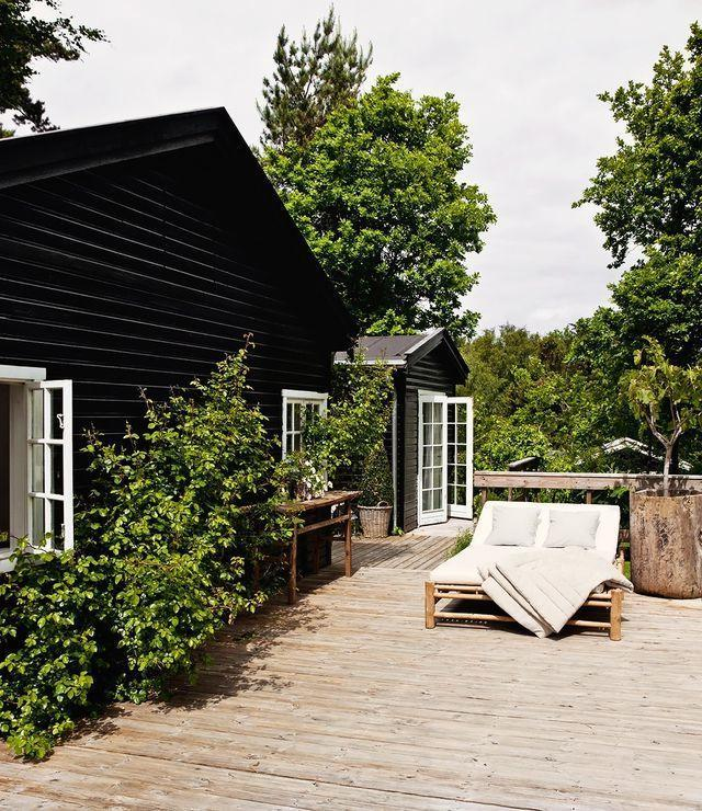 The light decking contrasts beautifully with the dark house siding