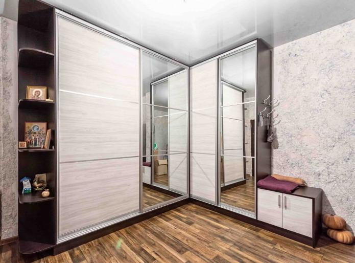 angular model with sliding compartment doors