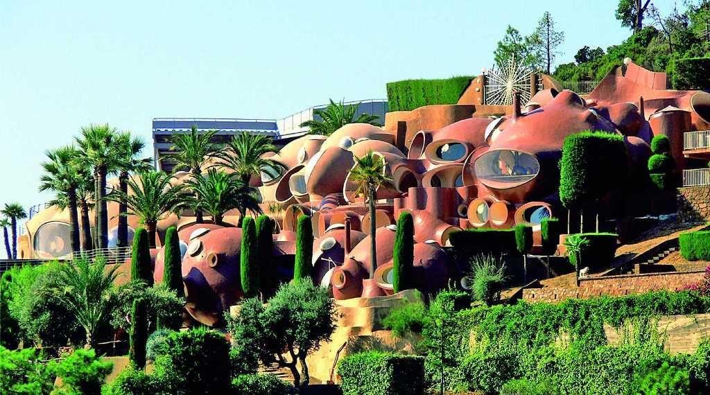 Bubble house of Pierre Cardin in France2