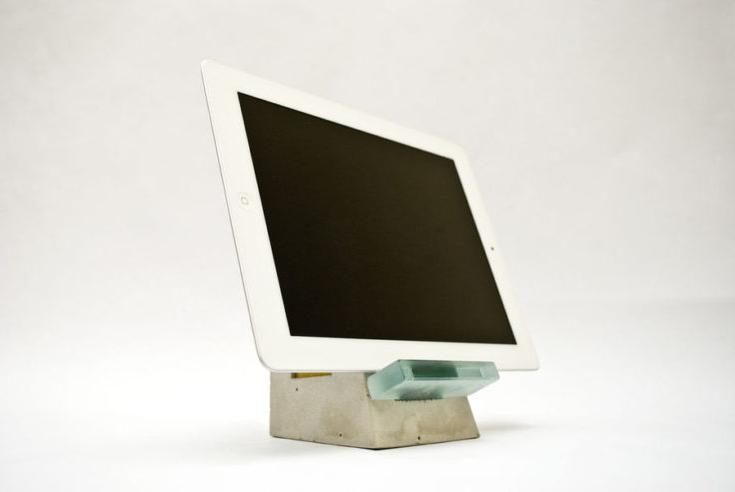 CONVENIENT PORTABLE DEVICE STAND