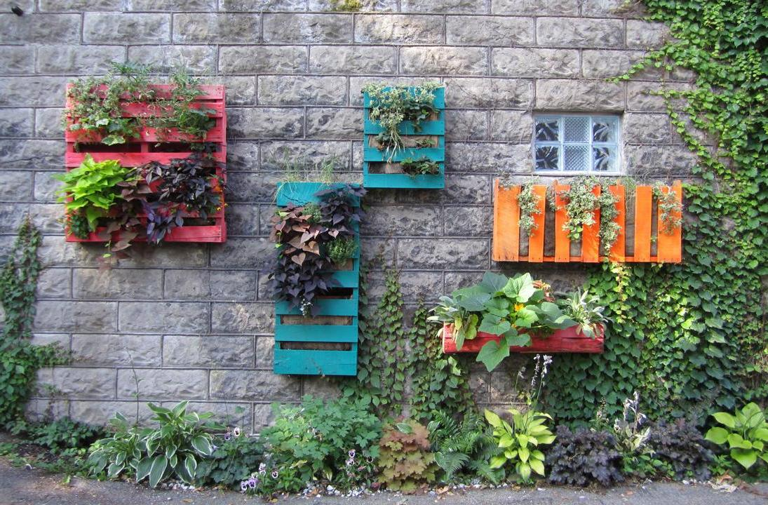 Upcycled Wooden Palette Flower Pots and Planters Design