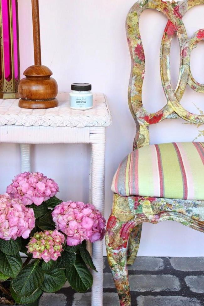 Decoupage old chair, as well as the replacement of upholstery
