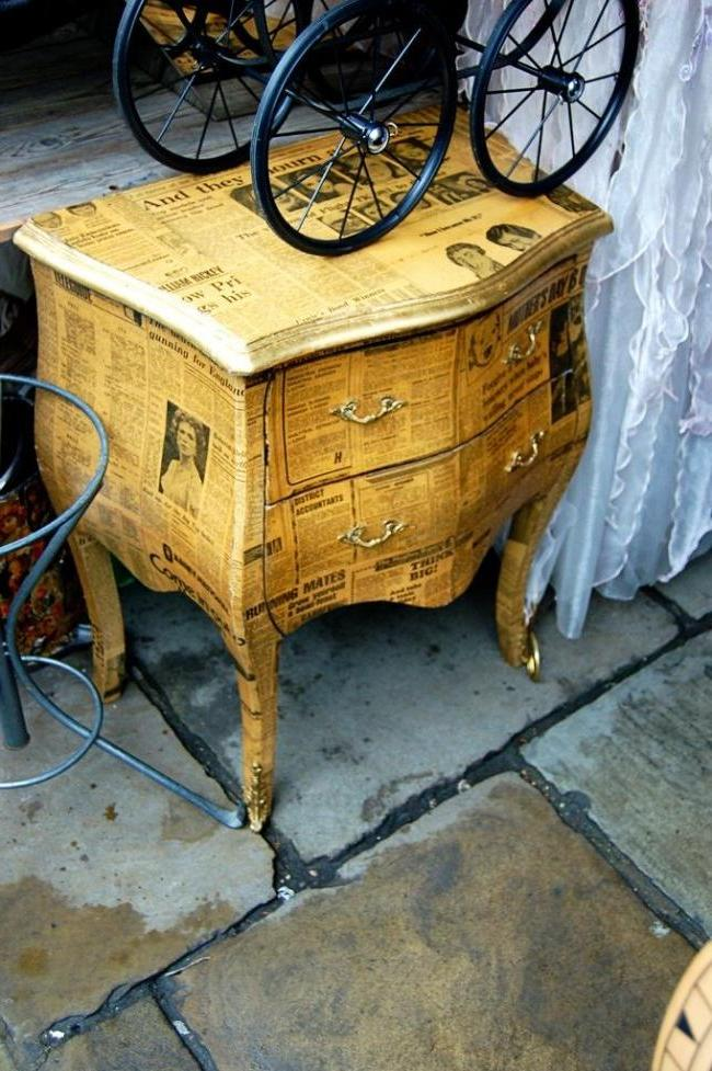 Decoupage old nightstand old newspapers, tinted tea brewing