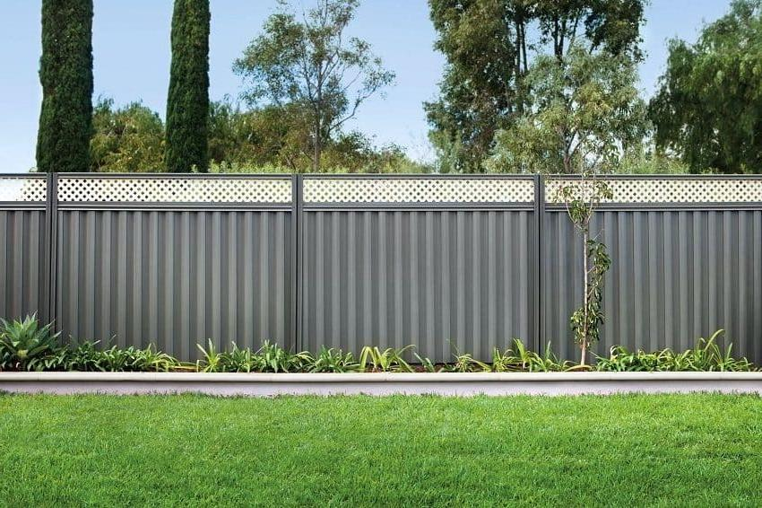 Graphite color - the most popular in the design of fences and fences
