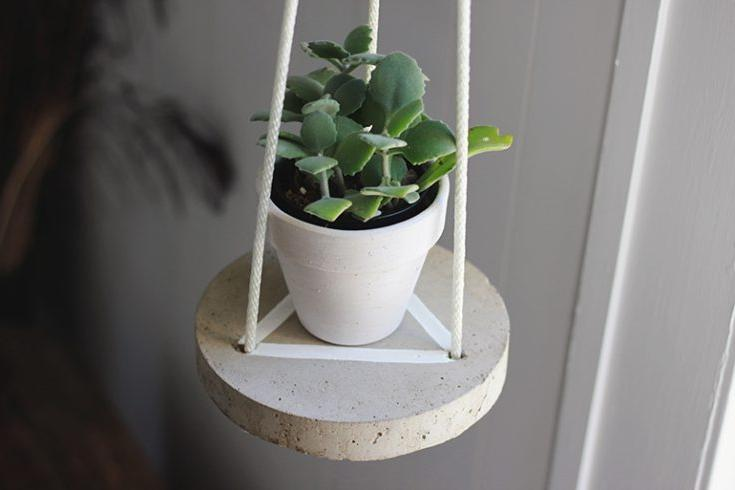 HANGING CEMENT MINIATURE TABLES