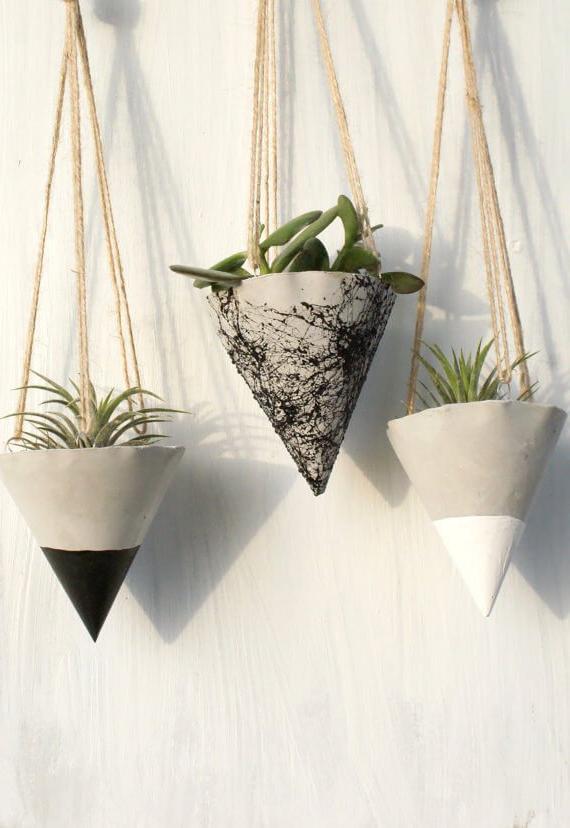 HANGING PLANT POTS