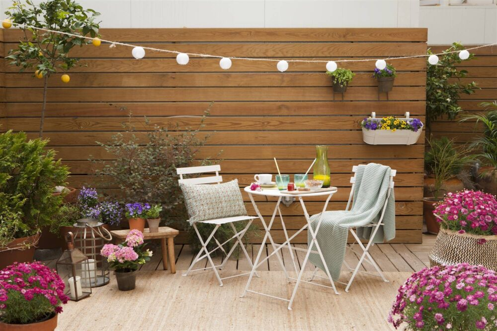 LIGHT UP YOUR EXTERIOR WITH GARLANDS