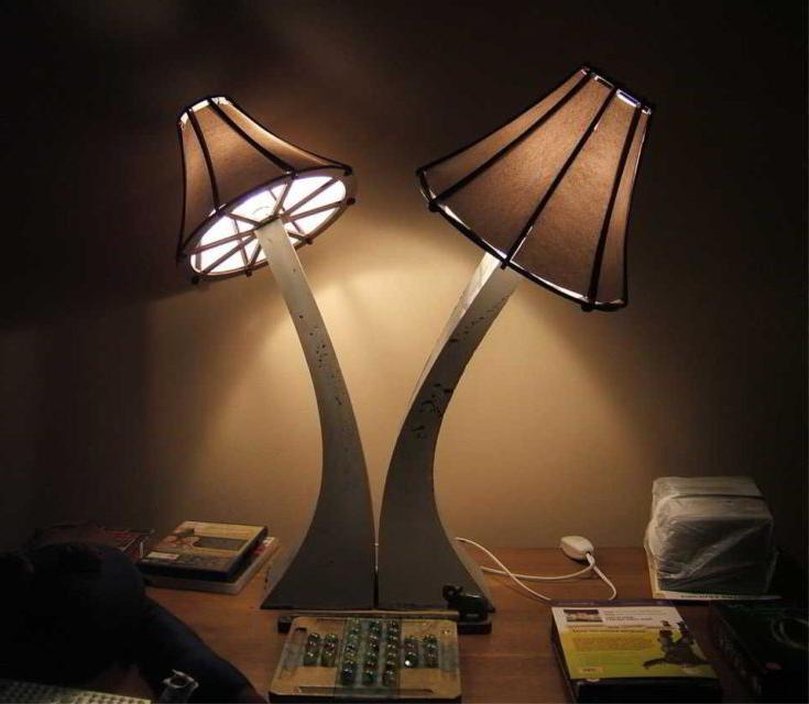 MUSHROOM-STYLE DESK LAMPS