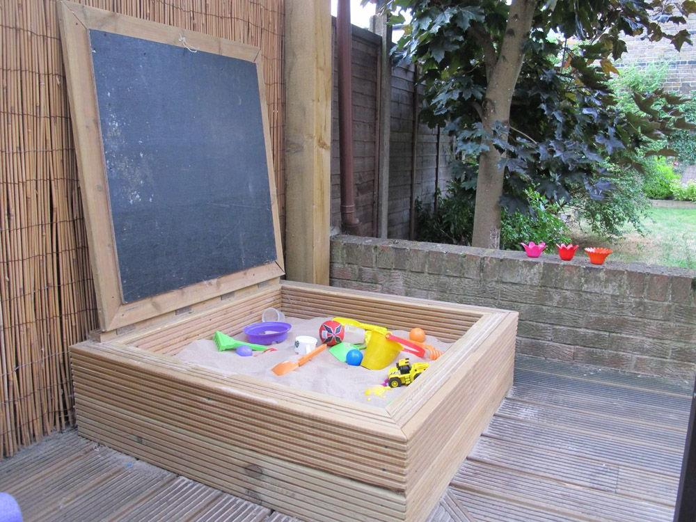 Small sandbox with cover