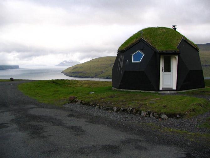 The needle (Eskimo hut of hardened snow)