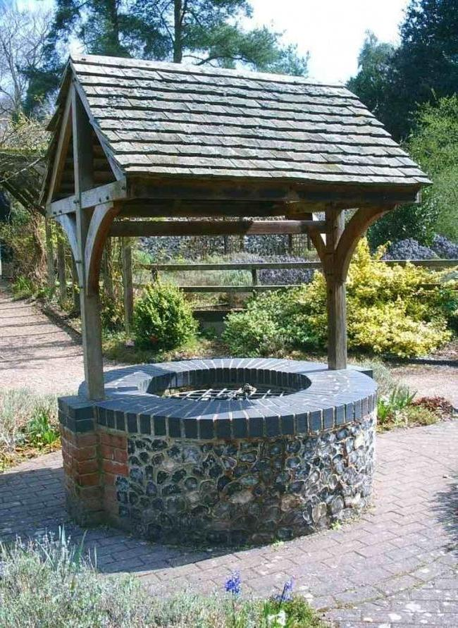 The stone for wells can be natural and artificial